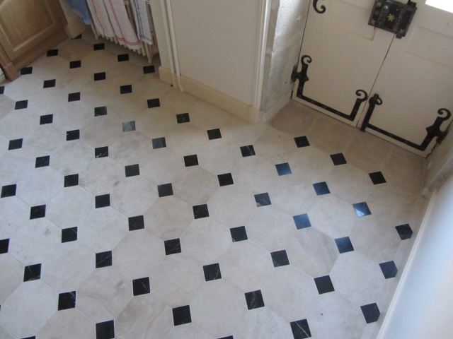 Affordable dallage en pierre de semond clair b with for Carrelage octogonal blanc