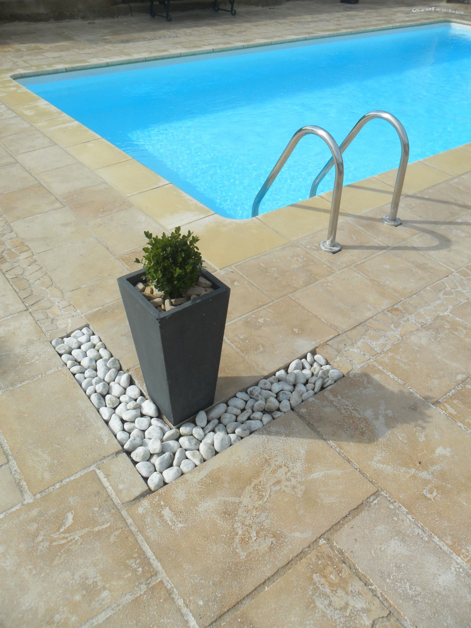 pierre pour terrasse ext rieure plage de piscine carrelage et margelle de piscine. Black Bedroom Furniture Sets. Home Design Ideas