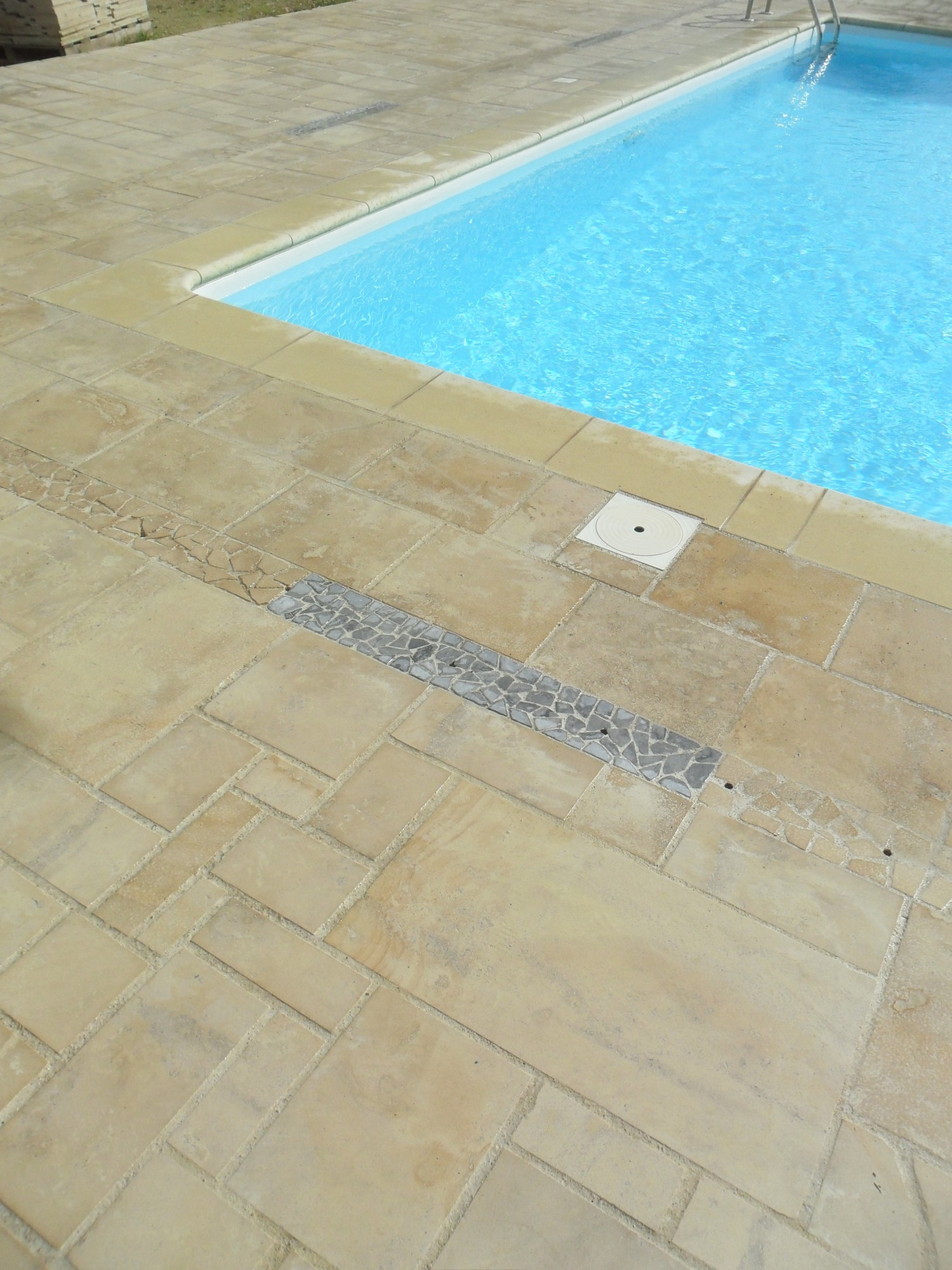 Pierre pour terrasse ext rieure plage de piscine - Carrelage piscine exterieure ...